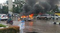 Bikin Panik, Minibus Terbakar di Depan Mapolda Sumsel