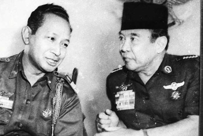Foto ilustrasi: Soeharto dan Sukarno (Perpustakaan Nasional/Yayasan Idayu)
