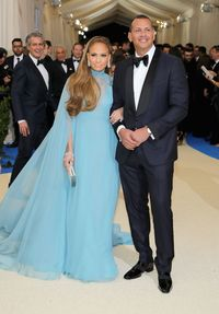 Ultah Ke-50, Jennifer Lopez Dapat Kado Porsche Merah Rp 2 Miliar