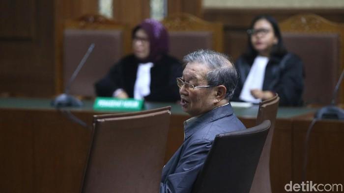 Mantan Direktur Utama PT Erni Putra Terari, Tamin Sukardi, dituntut 7 tahun penjara. Ia diyakini jaksa menyuap hakim ad hoc Merry Purba dan hakim Sontan Merauke Sinaga.