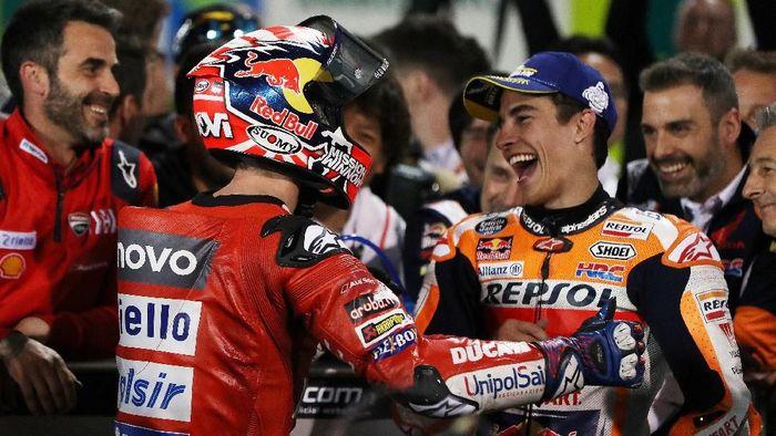 Andrea Dovizioso dan Marc Marquez terlibat duel sengit di MotoGP Qatar (REUTERS/Ibraheem Al Omari)
