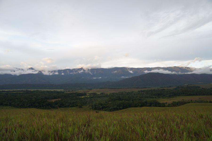 Bukit cantik yang memiliki pemandangan eksotis kerap jadi tempat wisata menarik. Kabupaten Tambrauw di Papua Barat pun punya bukit cantik bernama Sontiri. (Bonauli/detikcom)