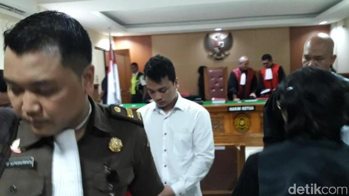Sidang perdana Harris Simamora yang didakwa melakukan pembunuhan berencana satu keluarga Daperum Nainggolan di PN Kota Bekasi, Senin (11/3/2019)