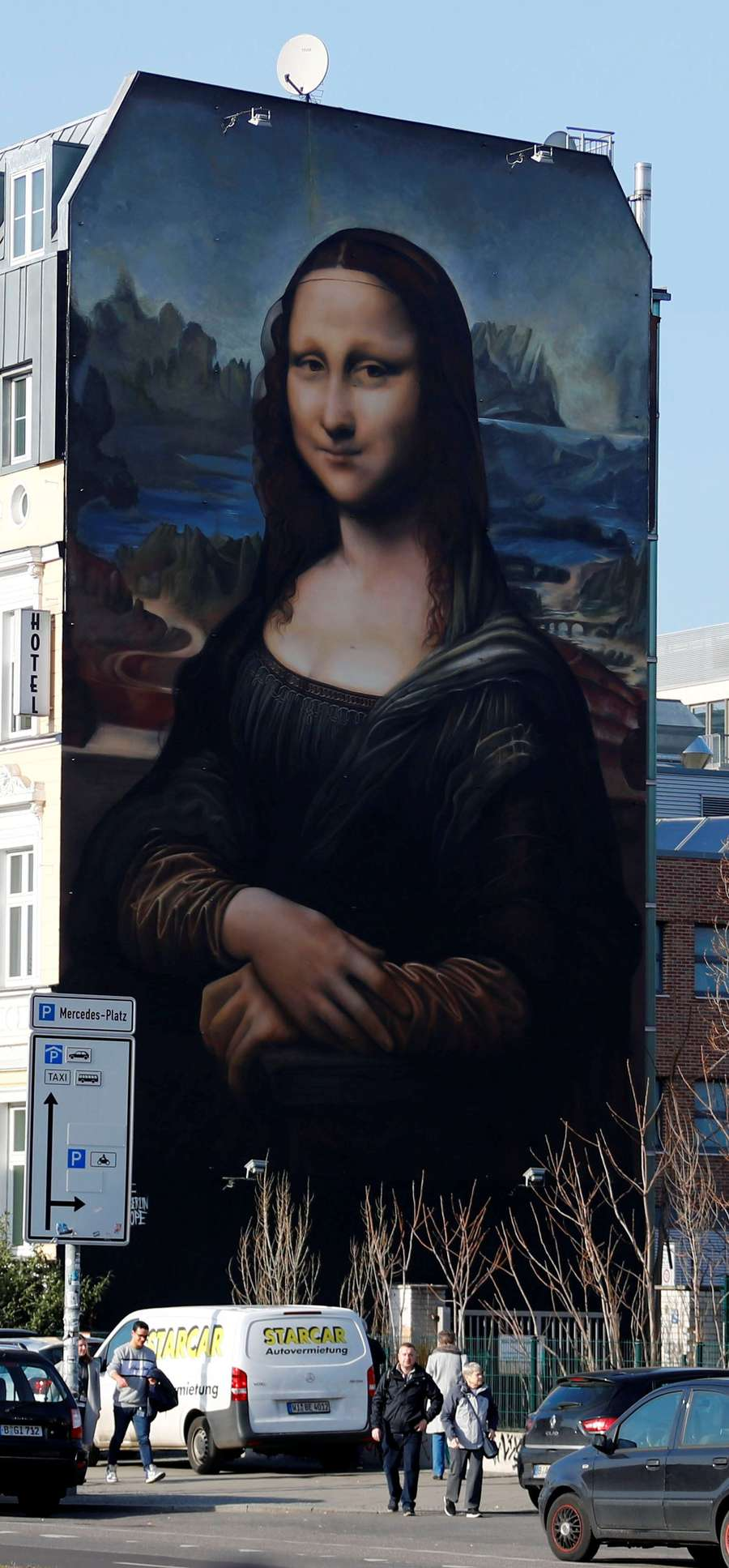Uniknya Aksi Protes Seniman Jerman