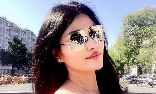 Jessica juga pernah liburan ke Amsterdam di Belanda. Di foto dari dekat, Jessica masih saja cantik (Instagram/jesicafitriana)