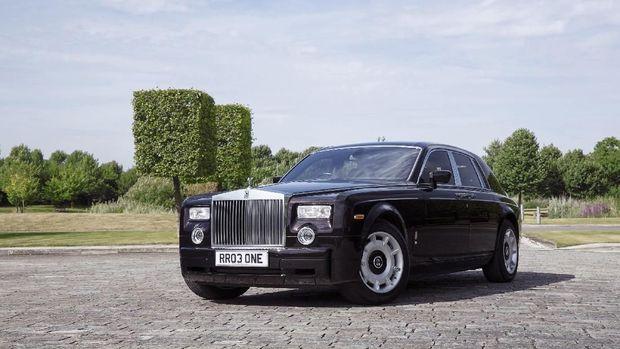 Rolls-Royce Phantom VII seperti yang digunakan Syahrini dan Reino Barack di Jepang