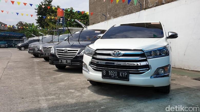 Showroom mobil bekas di Bekasi. Foto: Luthfi Anshori