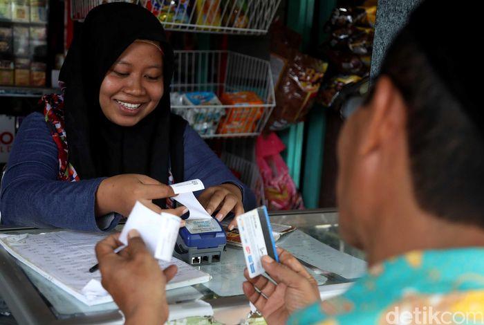 Jika dulu banyak warga di Pulau Tidung yang masih menggunakan cara lama untuk menyimpan uang dan melakukan transaksi ekonomi, kini dengan adanya agen BRILink segala transaksi ekonomi warga jadi lebih mudah dan praktis.