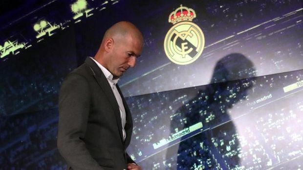 Zinedine Zidane disebut sudah lama berminat pada Raheem Sterling.
