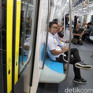 Cerita Warga Mau Tinggalkan Mobil Demi Naik MRT Jakarta