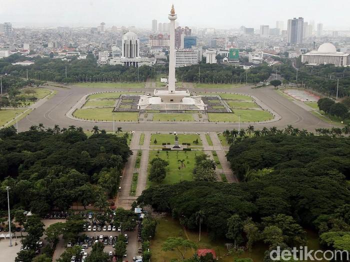 Monumen Nasional merupakan salah satu ikon kota Jakarta. Monumen yang berdiri di atas lahan seluas 80 hektar itu terlihat asri karena dikelilingi dengan taman.