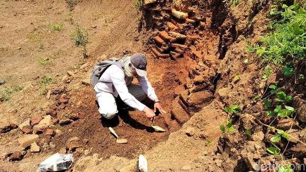 Tim Arkeolog Mulai Ekskavasi Situs di Tengah Tol Pandaan-Malang