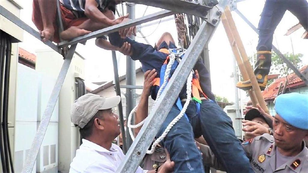Aksi Wakil Bupati Naik Tower Gagalkan Ayah-Anak Bunuh Diri