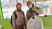 Bunda Kreatif, Kumpulkan Sampah Plastik Berbuah Rupiah