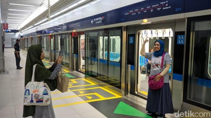 Foto: Warga DKI ikut uji coba MRT Jakarta (Jefrie Nandy/detikcom)