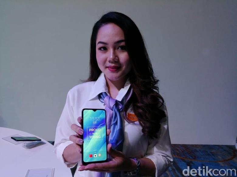 Realme 3 memiliki bentang layar berukuran 6,22 inch memiliki kualitas FHD+. (Foto: detikINET/Muhamad Imron Rosyadi)