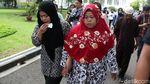 Berkerudung Hitam, Siti Aisyah Tiba di Istana