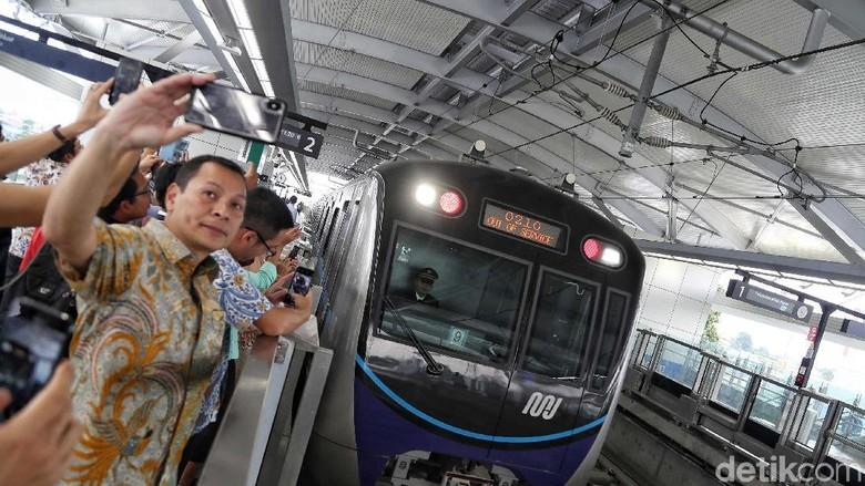 Traveler mencoba MRT hari ini (Pradita Utama/detikcom)