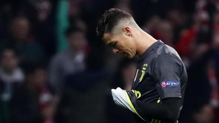 Cristiano Ronaldo dikenal sebagai sosok yang mengikuti perkembangan teknologi. (Foto: Sergio Perez/Reuters)