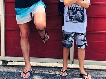 Papa Mike mengunjungi Kenzou yang tinggal di Bali bareng Mama Tamara. Sekalian liburan berdua ya. (Foto: Instagram: @mike_lewis)