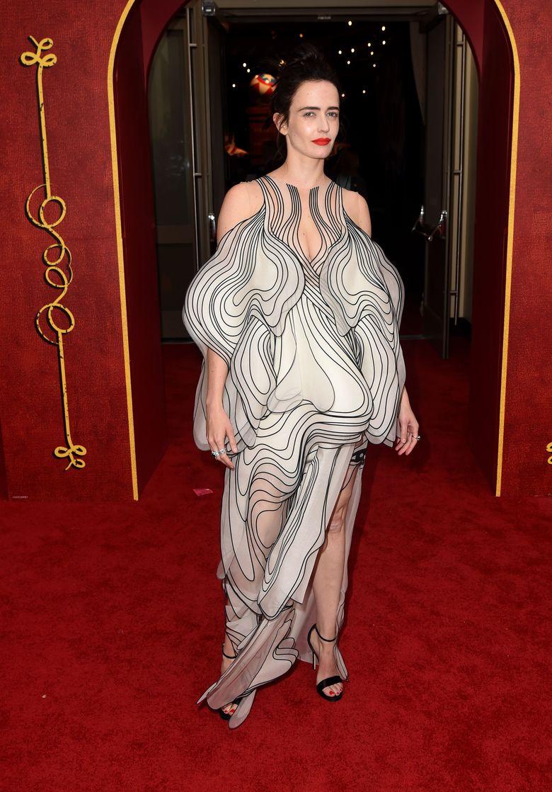 Eva Green jadi sorotan di acara gala premiere film Dumbo di California, AS pada Senin (11/3) lalu.Kevin Winter/Getty Images