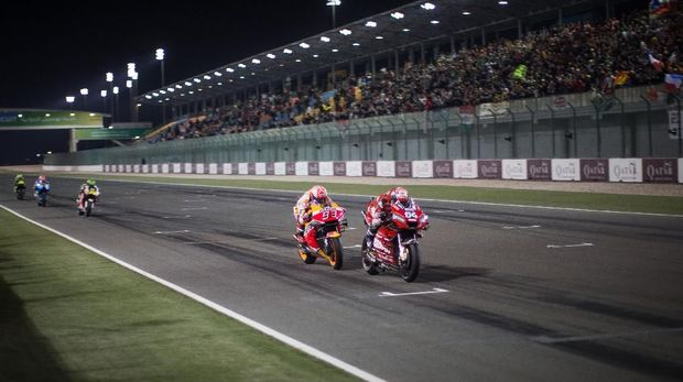 Marc Marquez nyaris menyusul Andrea Dovizioso di trek lurus jelang finis MotoGP Qatar.