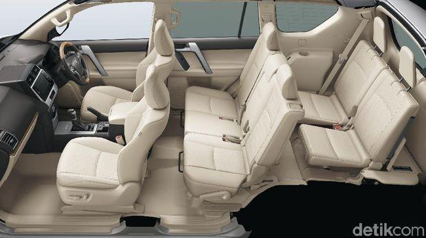 Mobil memiliki 3 baris kursi, bisa ajak keluarga