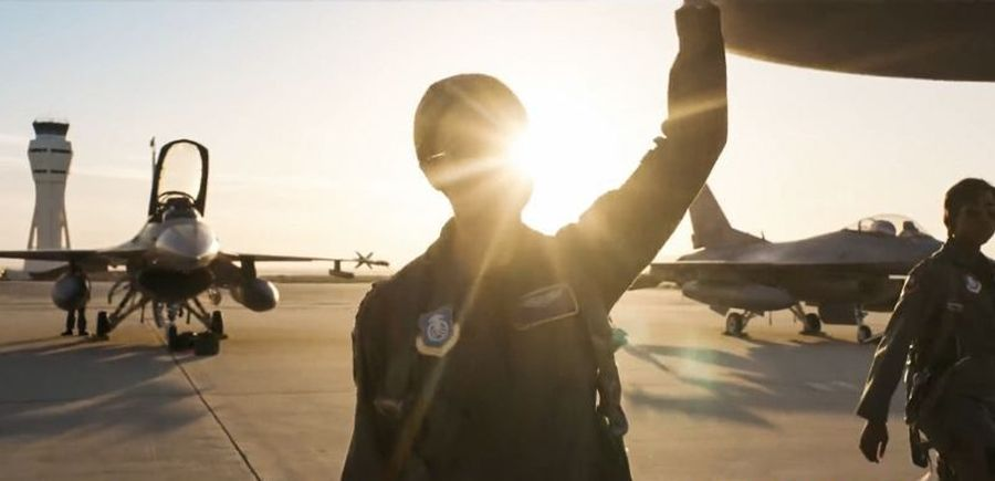 Captain Marvel adalah pilot. Adegan hanggar dan pesawat mendominasi film Captain Marvel, lokasinya di Edwards Air Force Base, Kern Country, South Carolina (Marvel Studios)