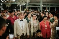 Cantiknya Putri Keraton Solo Saat Menikah dengan Kebaya Didiet Maulana