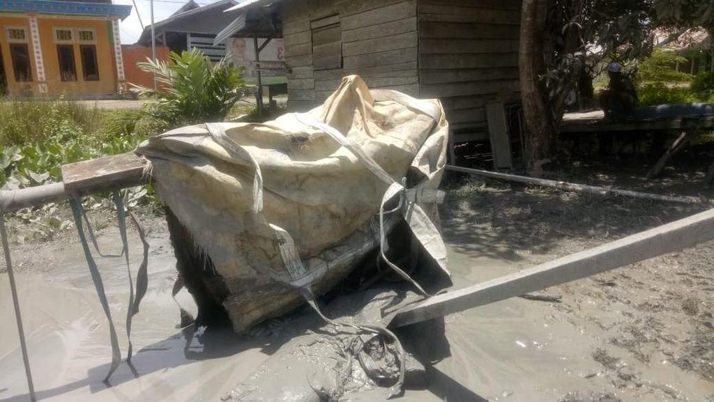 Potret Titik Semburan Lumpur Akibat Galian Warga di Maluku