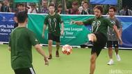 Seru Banget, Begini Gaya Puyol Main Futsal di Jakarta