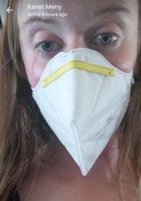 Laura yang diberi masker khusus (Twitter)