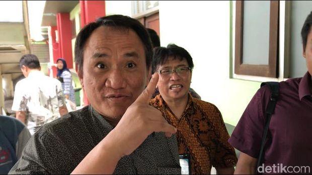 Andi Arief tiba di RSKO Jakarta, Cibubur