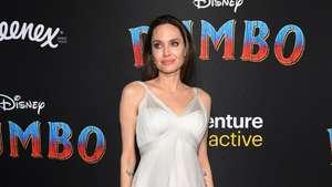 Angelina Jolie Ceria Banget di Critics Choice Awards