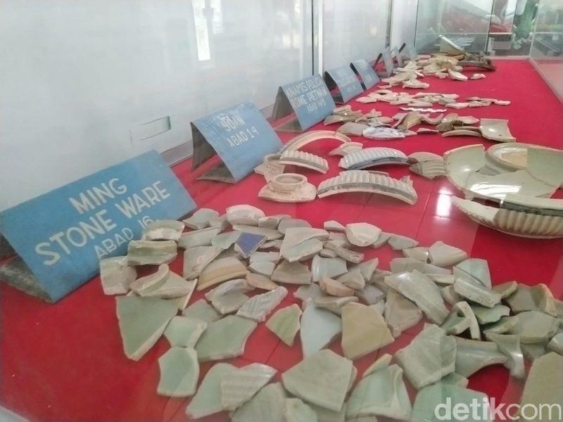 Museum situs Karangkamulyan ini ternyata lebih banyak menyimpan pecahan keramik tua dari abad ke 8 yang berasal dari China. Hal ini membuktikan hubungan antara Galuh dengan China terjalin sejak dulu. (Dadang Hermansyah/detikcom)