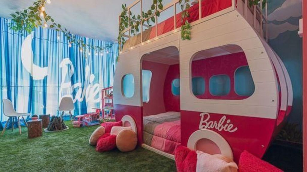Uber Cute! Kamar Hotel Ini Bikin Kamu Serasa Jadi Barbie di Dunia Nyata