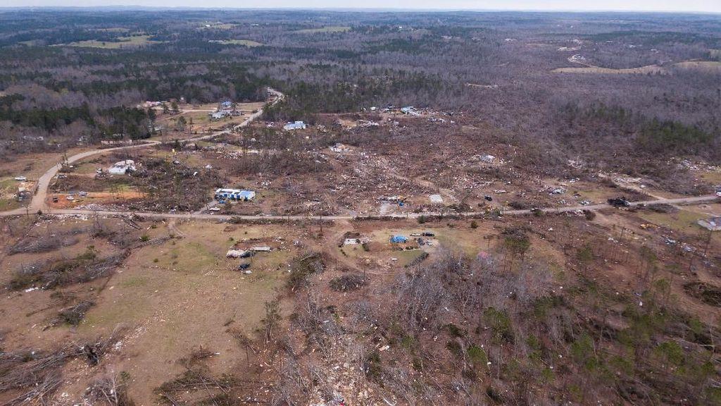 Penampakan Udara Dampak Kerusakan Tornado di AS