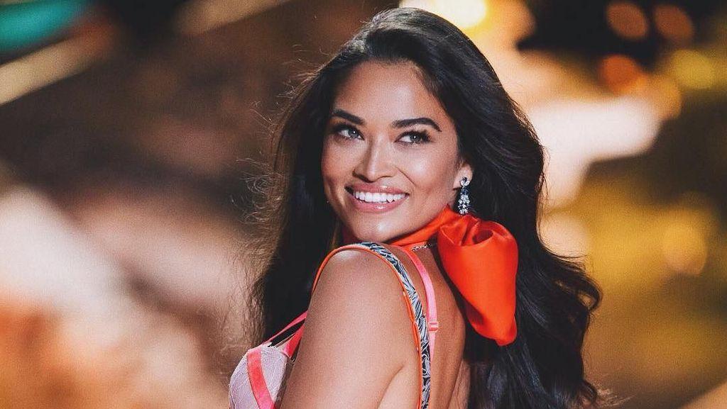 Potret Model Victorias Secret yang Banjir Hujatan Usai Foto Tanpa Busana
