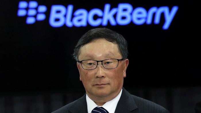 CEO BlackBerry John Chen bicara soal ponsel layar lipat. (Foto: REUTERS/Chris Wattie)