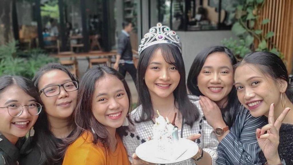Kinal Eks JKT48 Menikah, Ini Momen Kulinerannya Bersama Teman dan Suami