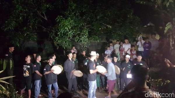 Tiba di Kampung Halaman, Siti Aisyah Disambut Musik Rebana