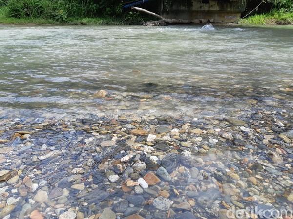 Kali Jodoh memiliki air yang segar dan tak terlalu deras. Saat kemarau, akan banyak ikan di sungai ini. Sehingga banyak masyarakat berkumpul dan bakar ikan. (Bonauli/detikcom)