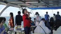 Selama berlayar, yang menghabiskan waktu sekitar 1 jam, ada pemandu yang akan menjelaskan soal Dapeng Bay (Kurnia/detikcom)
