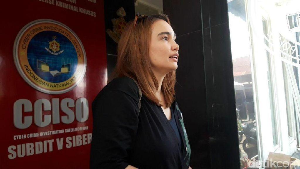Jenguk Vanessa Angel, Feby Febiola Tak Bahas Kabar Putusnya dengan Bibi