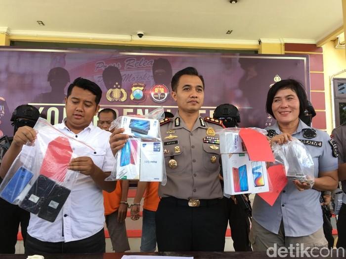 Komplotan pencuri ponsel pintar ditangkap/Foto: Enggran Eko Budianto