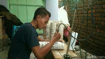 Guru Honorer di Cirebon Sulap Pipa Bekas Jadi Lampu Hias