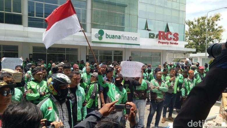 Tarif Dipotong 20 Persen, Mitra Gojek di Solo Gelar Demo