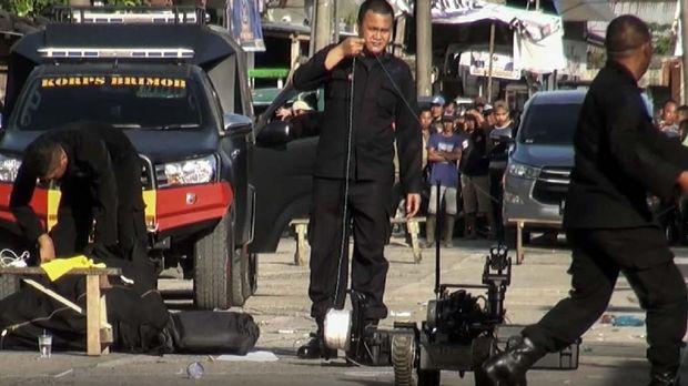 Aparat kepolisian melakukan pengamanan terhadap bom di Sibolga, Sumut, belum lama ini.