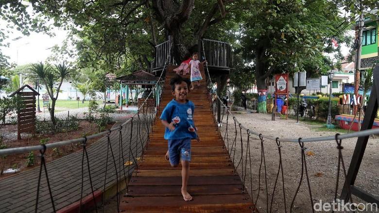 Mengunjungi Taman Amiterdam di Pulau Untung Jawa