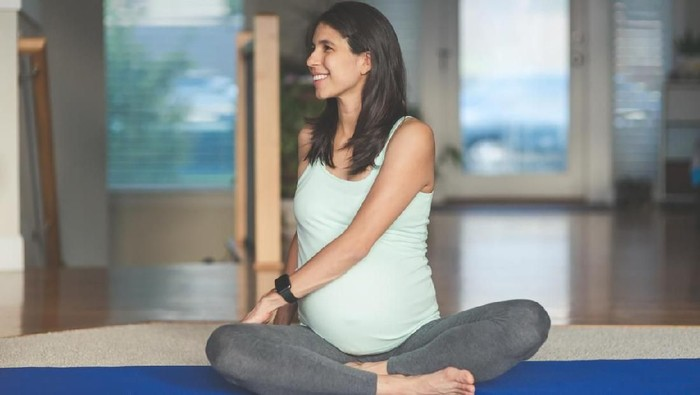 Ibu hamil dianjurkan berolahraga, baik yang berpuasa maupun tidak. Foto: iStock